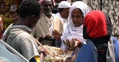 السواك ... مظهر رمضاني بارز في إثيوبيا