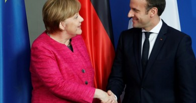 ميركل تعلن استعدادها للنظر في مقترحات ماكرون لإصلاح الاتحاد الأوروبي