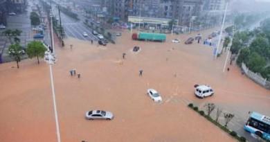 الفيضانات تغرق أجزاء من جنوب الصين وموجة حر في شمال البلاد