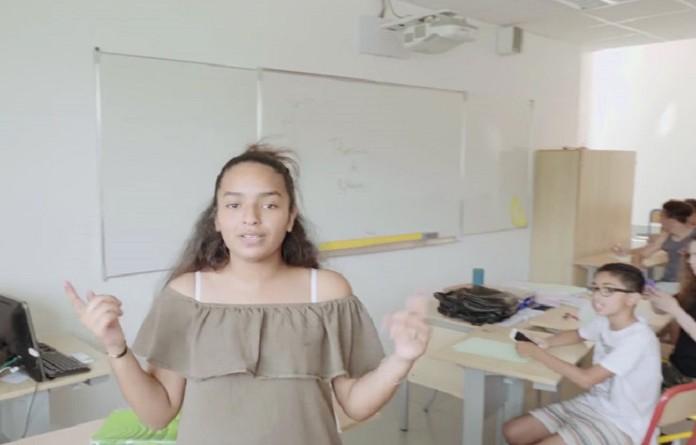 """معلم فرنسي ينتج فيديو كليب لتعليم الطلاب نظرية """"فيثاغورس"""""""