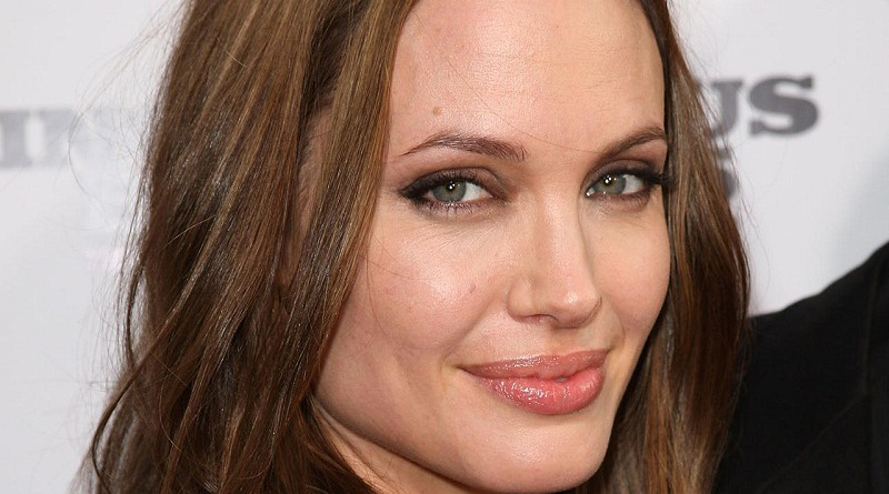 Angelina Jolie's Bell's palsy diagnosis sparks questions about condition