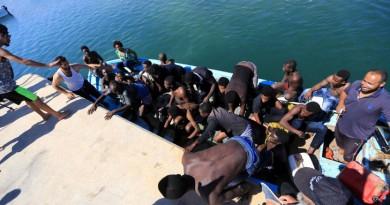 إنقاذ 300 مهاجر قبالة ليبيا