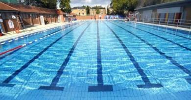 جدل في ألمانيا حول حمام سباحة نسائي بسبب حراسه الرجال