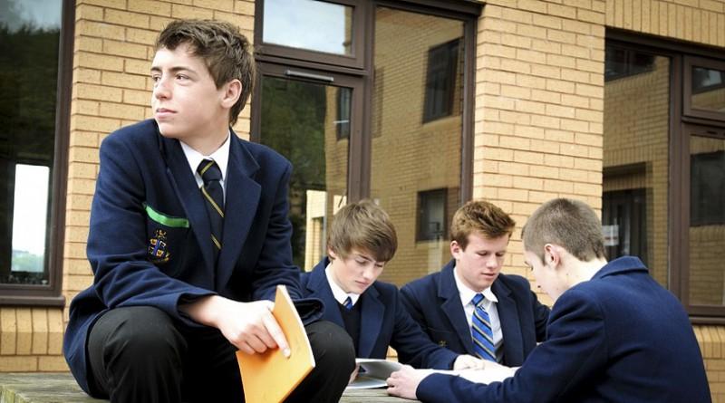بريطانيا.. زيادة حالات الانتحار بين الشباب في موسم الامتحانات