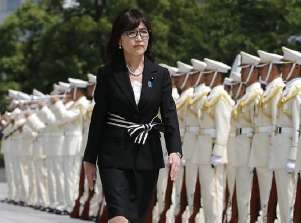 بسبب إخفاء وثائق عسكرية.. وزيرة الدفاع اليابانية تستقيل
