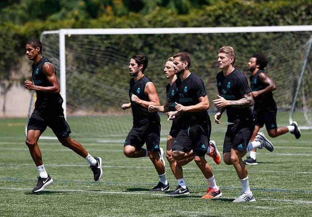 ريال مدريد يسعى لظهور أول قوي أمام مانشستر يونايتد