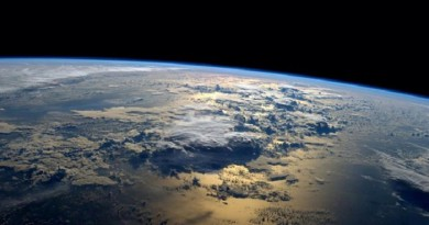 علماء يعملون على تعتيم الشمس وامتصاص ثاني أكسيد الكربون لتبريد الأرض