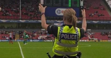 الشرطة في خدمة كرة القدم.. بالملاعب الإنجليزية