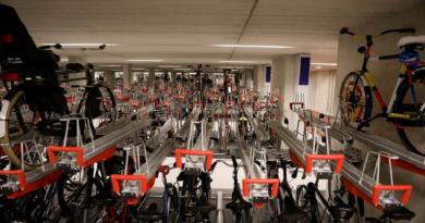 هولندا تفتتح أكبر مرآب للدراجات في العالم