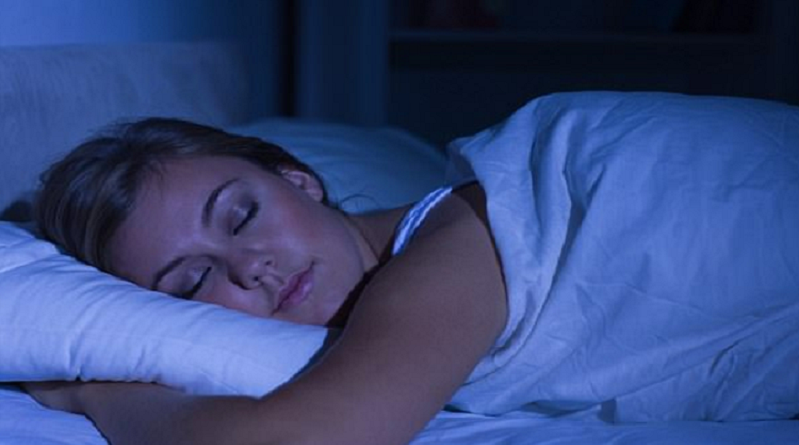 النوم في الظلام يحمي النساء من سرطان الثدي!