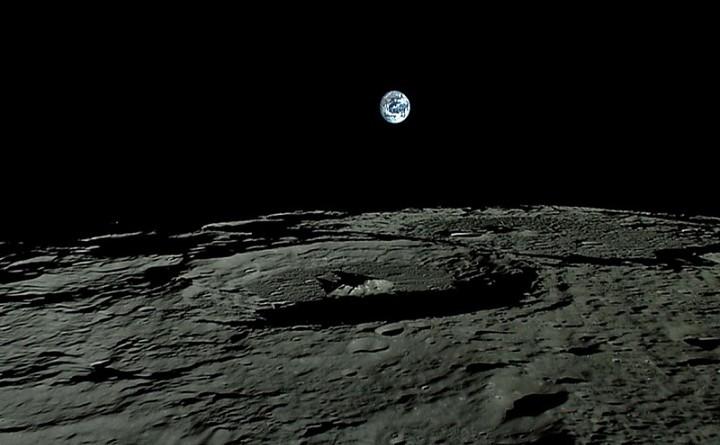 أول محطة اتصالات فوق القمر.. العام المقبل