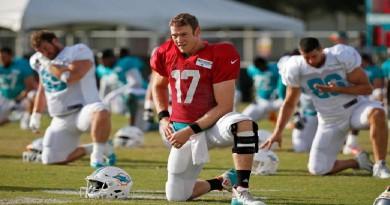 Dolphins QB Ryan Tannehill Reinjures Left Knee in Practice