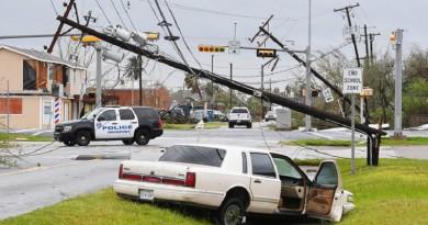 """إعصار """"هارفي"""" في الولايات المتحدة يخلف أضرارا وضحايا"""