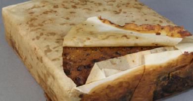 كعكة بالفاكهة عمرها 100 عام في أبرد مناطق الأرض!