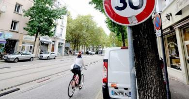 """لمنع الحوادث.. اتبع """"الطريقة الهولندية"""" لفتح باب سيارتك"""