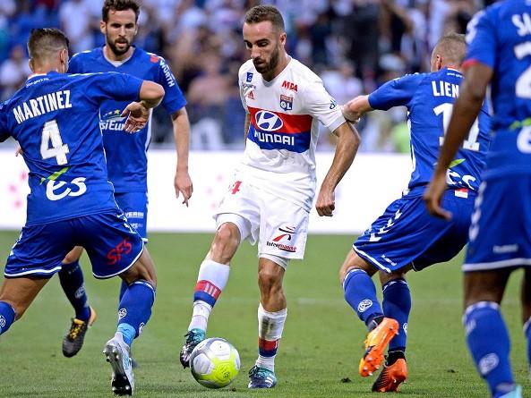 ليون يكتسح ستراسبورج برباعية في الدوري الفرنسي