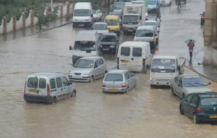 وفاة 5 أشخاص بسبب سيول جارفة في الجزائر