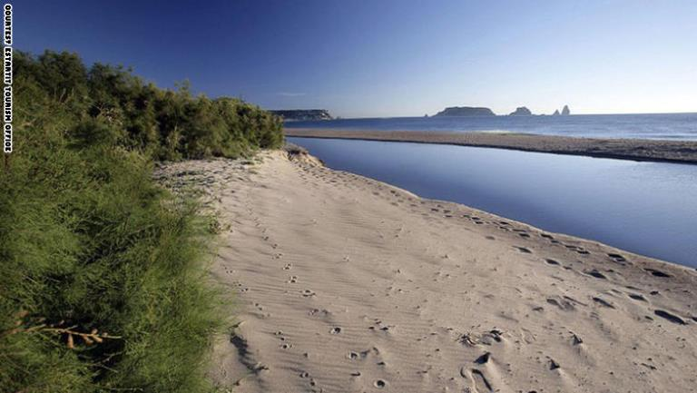 ممشى طويل في جزيرة الميديين في اسبانيا