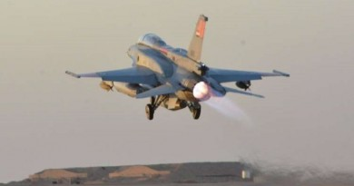 القوات الجوية تنجح في تدمير 10 سيارات محملة بأسلحة على حدود ليبيا