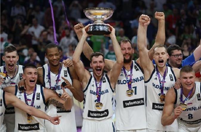 سلوفينيا تحقق حلمها باعتلاء عرش السلة في أوروبا