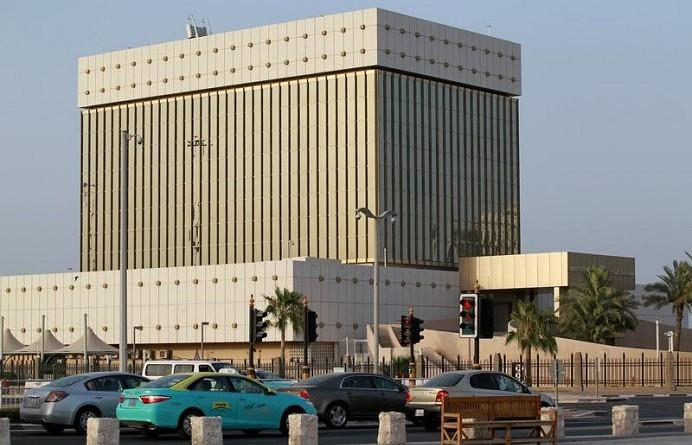 قطر تغمر البنوك بثمانية مليارات دولار لتعويض سحب الأموال