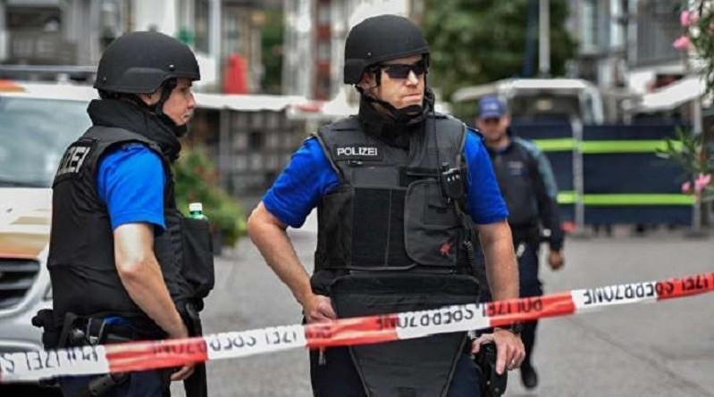 مراهق يهاجم المارة بفأس ويجرح عدة أشخاص في سويسرا