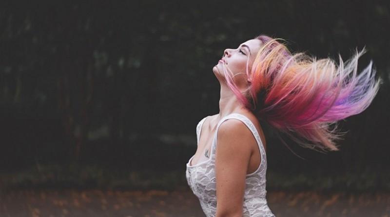 الأطباء يكشفون صلة صبغ الشعر بالسرطان