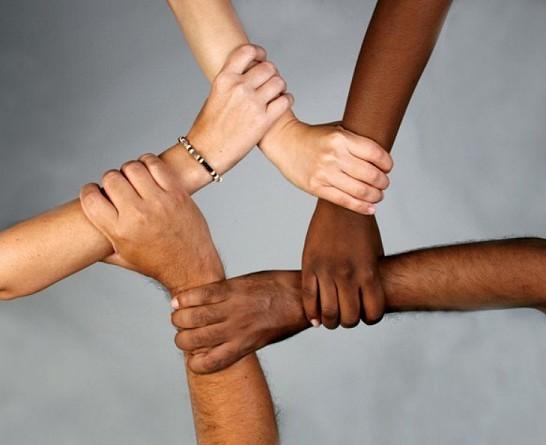 بحث جديد مذهل يكشف مصدر اختلاف ألوان بشرة الإنسان