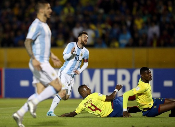 إيقاف 5 لاعبين في منتخب الإكوادور لتسللهم خارج معسكر الأرجنتين