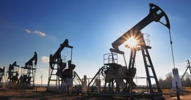 أسواق النفط تتحسن وبرنت يقترب من 60 دولارا للبرميل