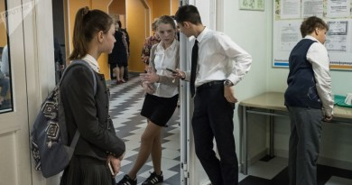 باحثون: نجاح الفتيان في الدراسة يعتمد على عدد الفتيات في المدرسة