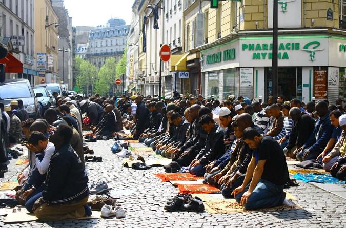 """دراسة تكشف """"مفاجأة"""" بشأن نسبة المسلمين بأوروبا"""