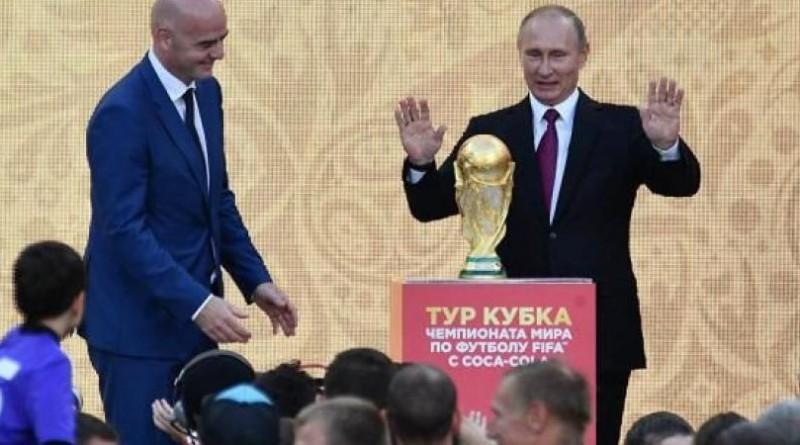 الرئيس الروسي يحضر قرعة كأس العالم ويستقبل أساطير كرة القدم