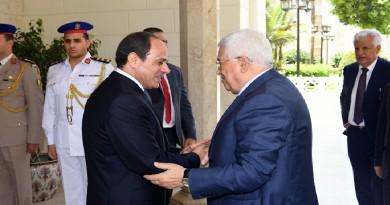 عباس يهاتف السيسي معزيا بضحايا الهجوم الإرهابي