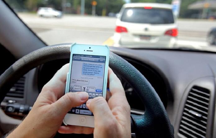 دراسة: الشباب أكثر عرضة لتشتت الذهن أثناء القيادة