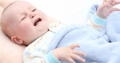 """""""بيجاما مضيئة"""" للتغلب على الصفراء بين الرضع"""