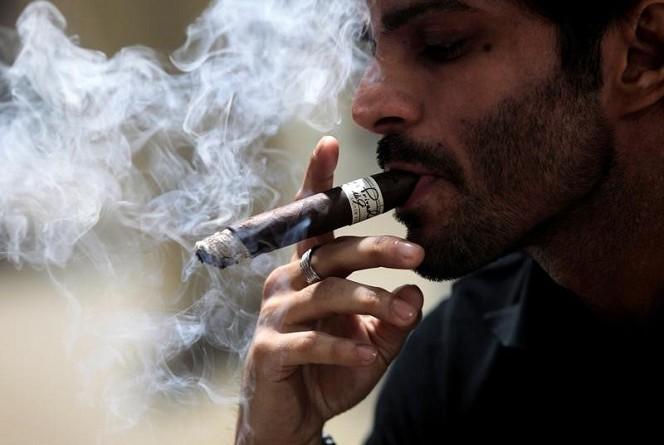 دراسة: واحد من كل خمسة بالغين أمريكيين استخدم التبغ في 2015