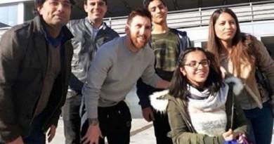 لاجئة سورية تحقق حلمها وتلتقي فريق برشلونة