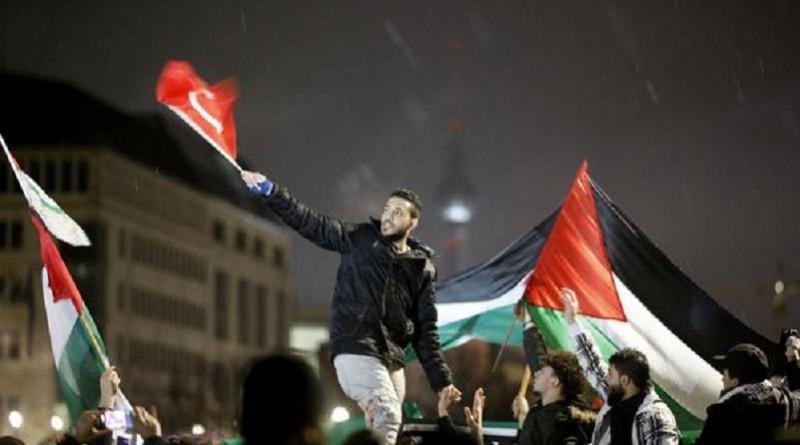 بعد حرق علم إسرائيل.. وزير: لا مكان لمعاداة السامية في ألمانيا