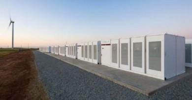 بطارية تيسلا العملاقة تبدأ تزويد شبكة الكهرباء في جنوب أستراليا