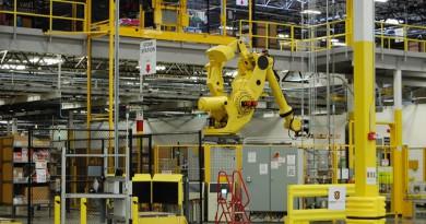 الثورة الصناعية الرابعة ستقدم تقنيات مستقبلية تعتمد على الذكاء الاصطناعي والروبوتات