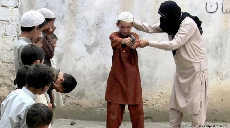 """أطفال """"داعش"""" ـ براءة موصومة بوزر الآباء"""