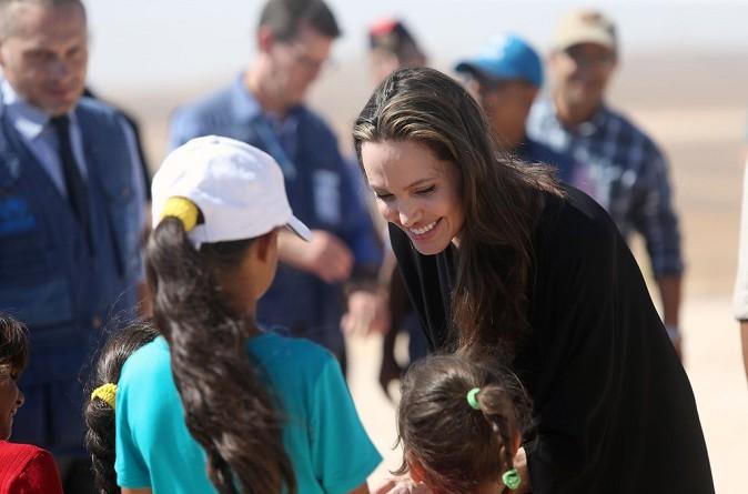 أنجلينا جولي تتفقد مخيم الزعتري في الأردن وتدعو مجلس الأمن إلى التحرك