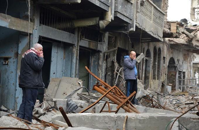 جثث الجهاديين المتحللة تؤرق حياة سكان الموصل القديمة