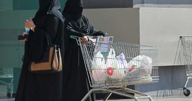 السعودية ترفع رواتب العاملين لتخفيف اعباء الضرائب