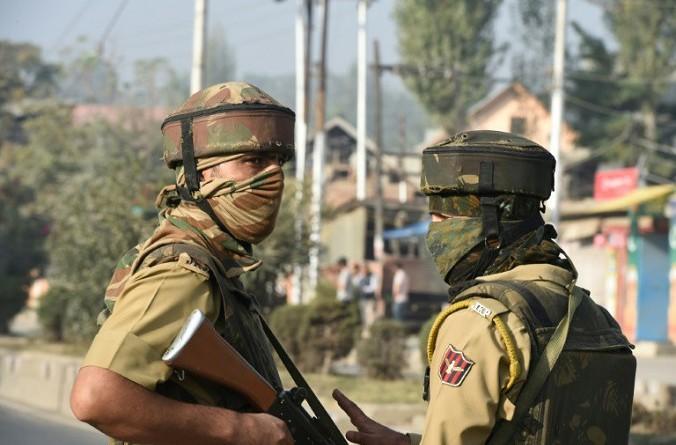 مقتل أربعة شرطيين في كشمير الهندية بانفجار عبوة