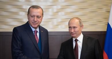 وكالة: أردوغان وبوتين يبحثان إقامة نقاط المراقبة في إدلب بسوريا