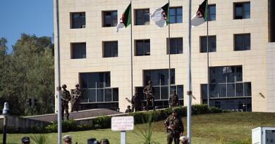 """الجزائر تفكك شبكة تضم 11 عنصرا على صلة بـ""""داعش"""""""
