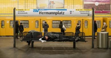متشردون سوريون ينتهي بهم المآل بمحطات مترو الأنفاق في برلين!