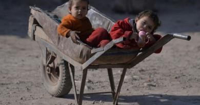 الخيار الصعب للاجئين الأفغان بين الخطر في بلادهم ومرارة العيش في باكستان